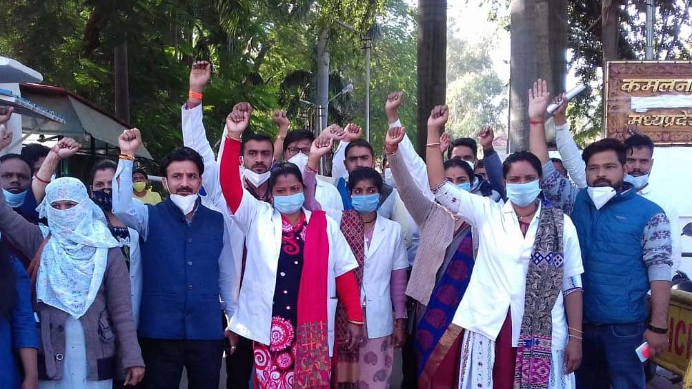 Coronavirus health workers at PCC chief  Kamal Nath residence to protest police action on Friday.