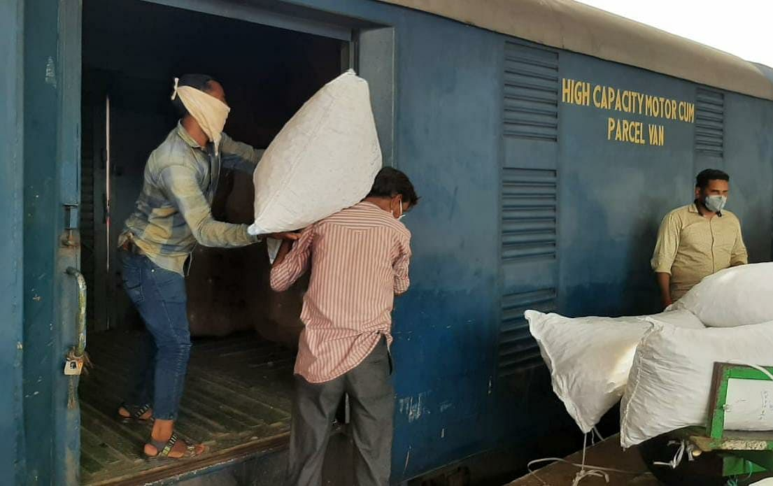 Western Railway crosses Rs. 100 crore-mark in overall parcel revenue