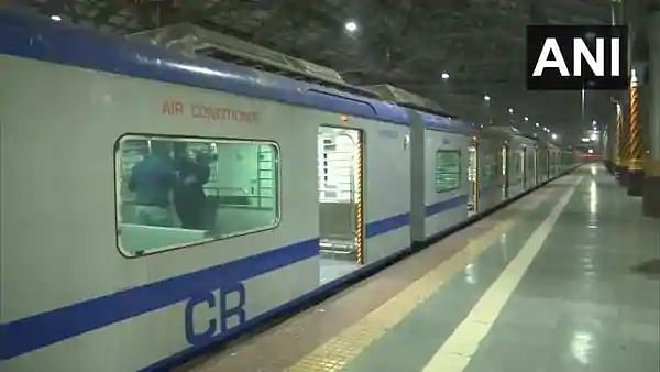 Mumbai: AC local train run between CSMT and Kalyan receives lukewarm response, only 22 passengers travel on Day 1