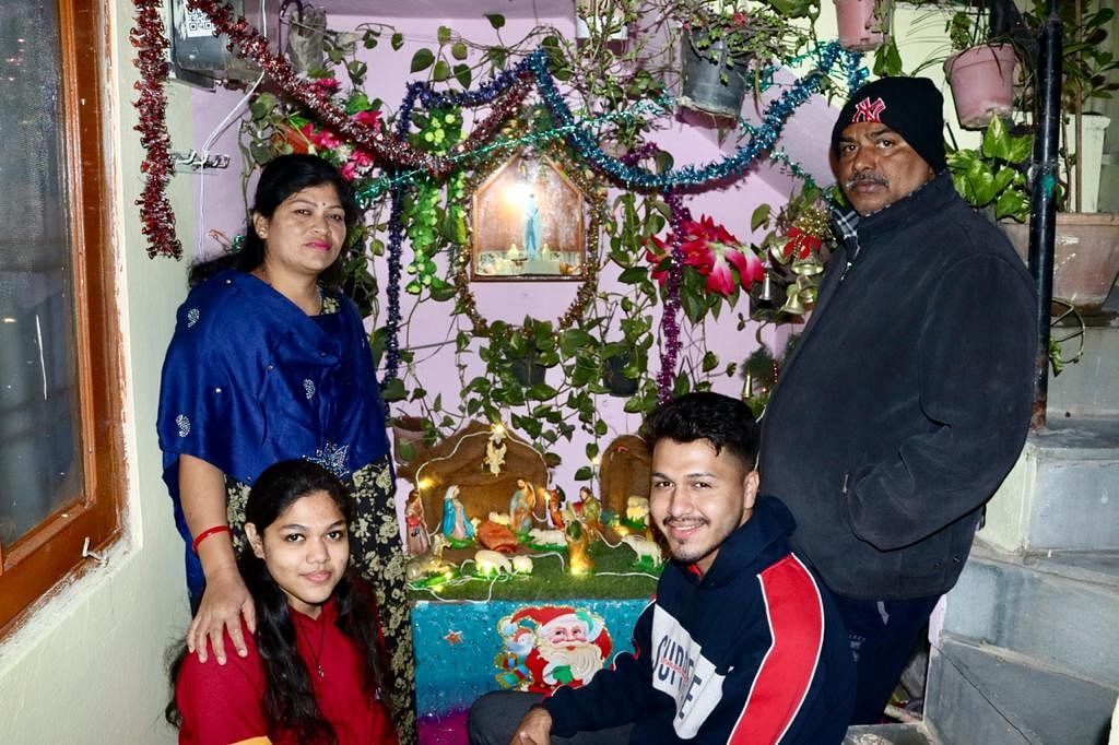 No midnight mass at churches amid pandemic, Indore families take Christmas celebrations home