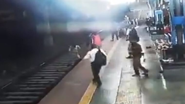 Watch: RPF constable rescues woman commuter from tracks at Mumbai's Sandhurst Road station