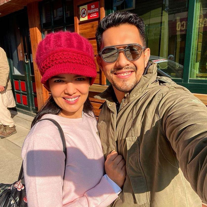 In Pics: Newlywed Aditya Narayan, Shweta Agarwal all smiles as they pose for selfie during honeymoon in Srinagar