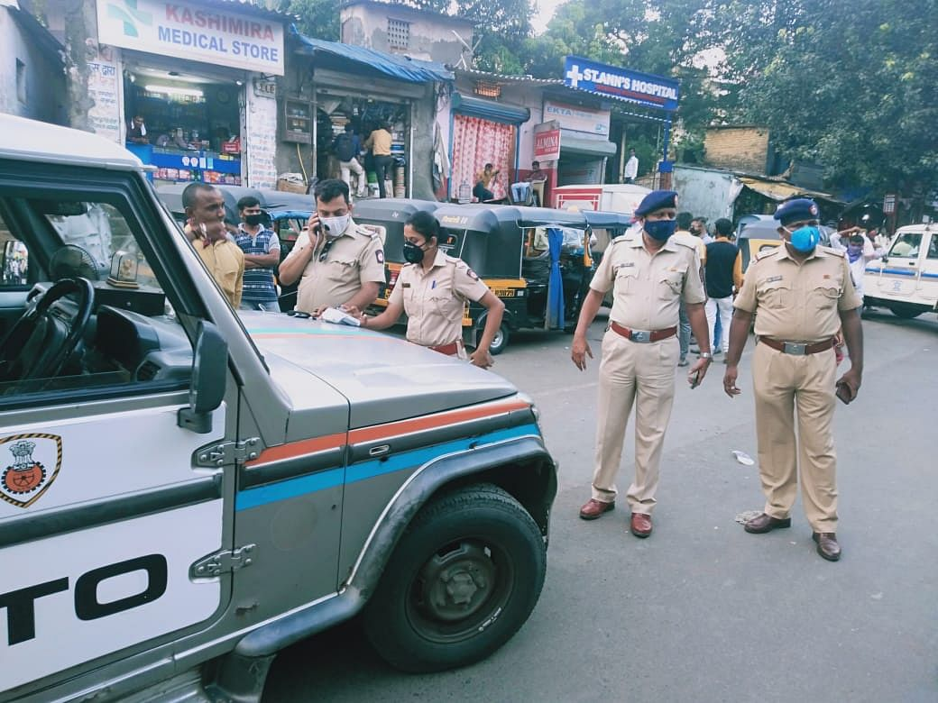 Traffic cops to collect fines in cash to increase recovery of pending e-challans