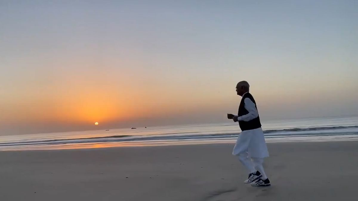 'Let us remain fit and healthy in 2021': President Ram Nath Kovind shares video of Jogging on Diu's Ghoghla beach