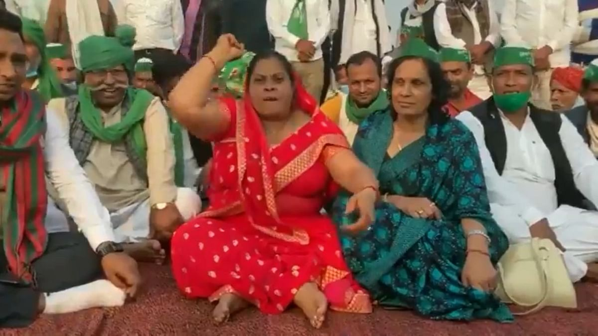 'This is getting out of hand...': Twitter in splits over viral video of woman claiming her sandals were stolen to stop farmer protests