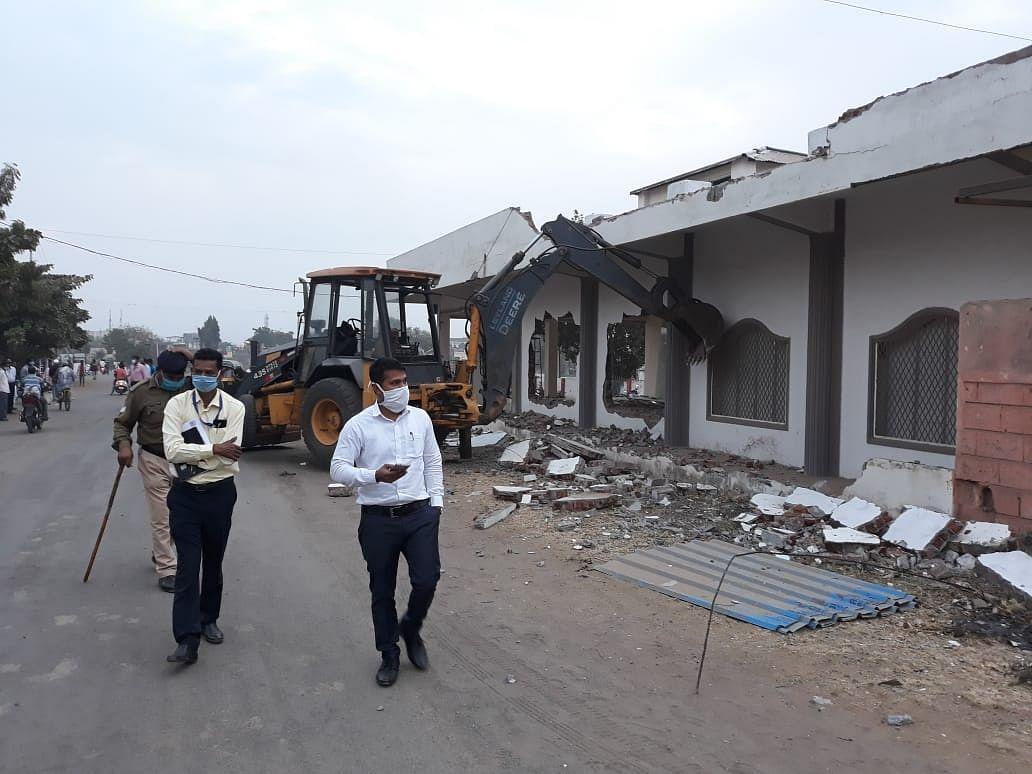 Madhya Pradesh: Furniture showroom constructed on government land worth Rs 10 crore razed in Barwani