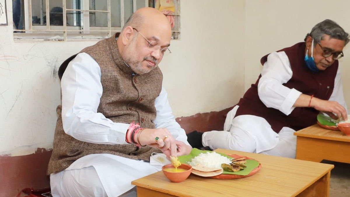 Amit Shah having lunch at 'Baul' singer Basudeb Das' home in West Bengal's Shantiniketan on Sunday