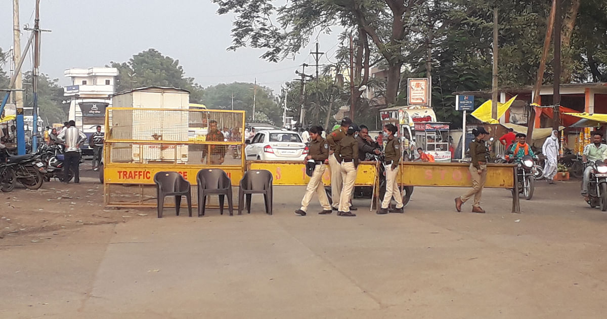 Police deployment at at Julwaniya by-pass on Tuesday afternoon