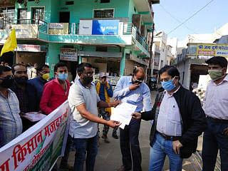 Madhya Pradesh: Hoshangabad farmers support protest in Delhi, stage sit-in