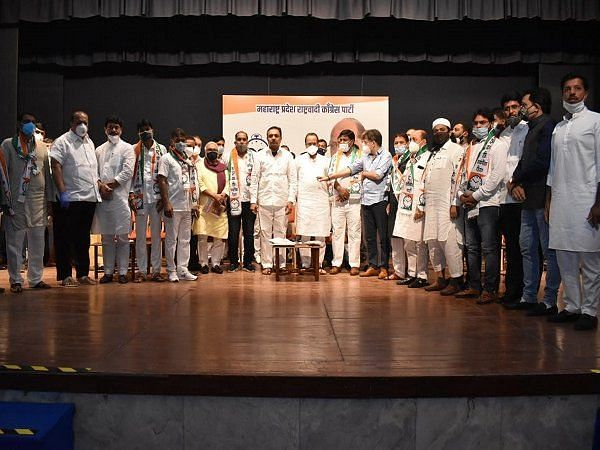 18 Congress corporators from Bhiwandi join NCP