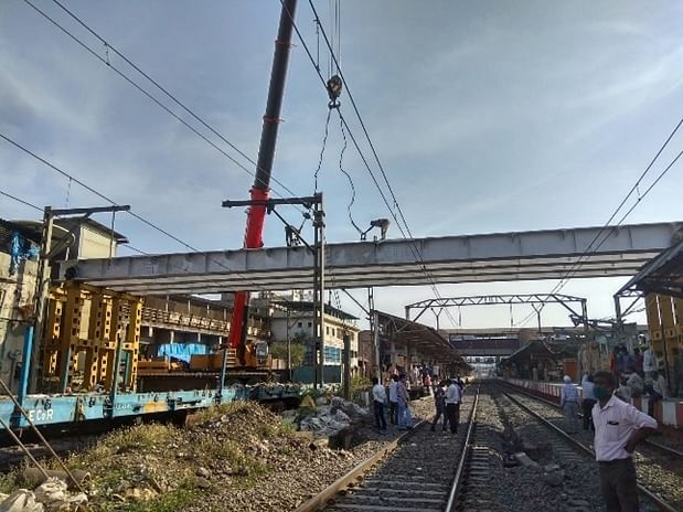 Central Railway's Mumbai Division carries out important infrastructure work of FOBs and ROBs during lockdown and unlock