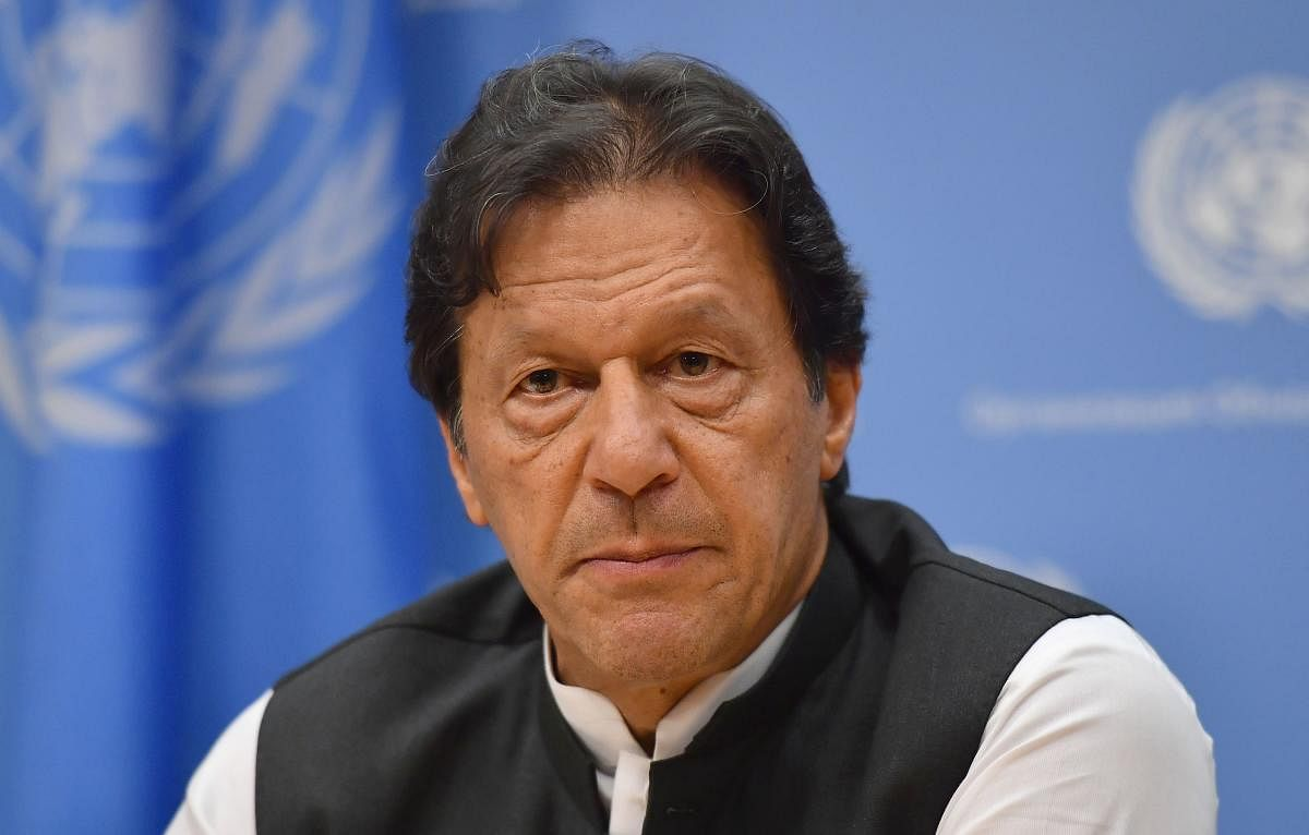 Imran Khan unfollows everyone on Twitter, gets trolled