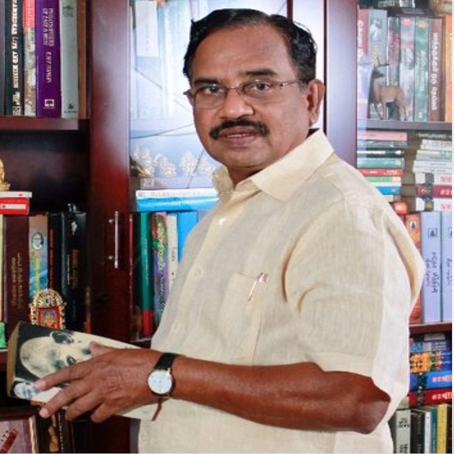 Rajinikanth's dejected political adviser Tamilaruvi Manian quits politics