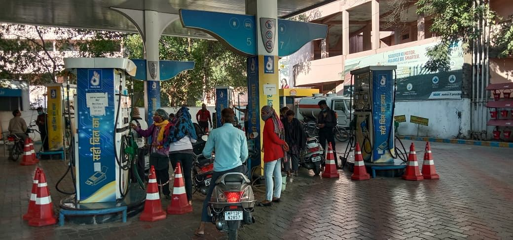 Customers throng petrol pumps