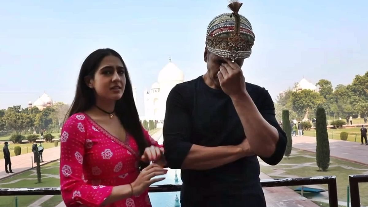 Watch: Akshay Kumar's epic reaction to Sara Ali Khan's 'ghatiya' shayari