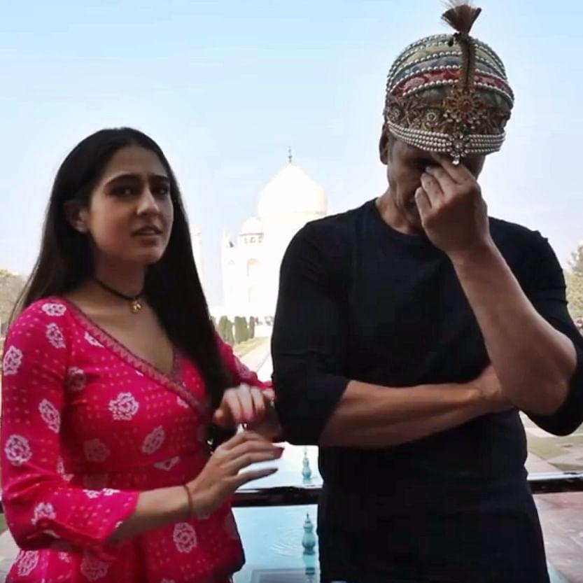 Watch: Akshay Kumar's epic reaction to Sara Ali Khan's 'ghatiya' shayari