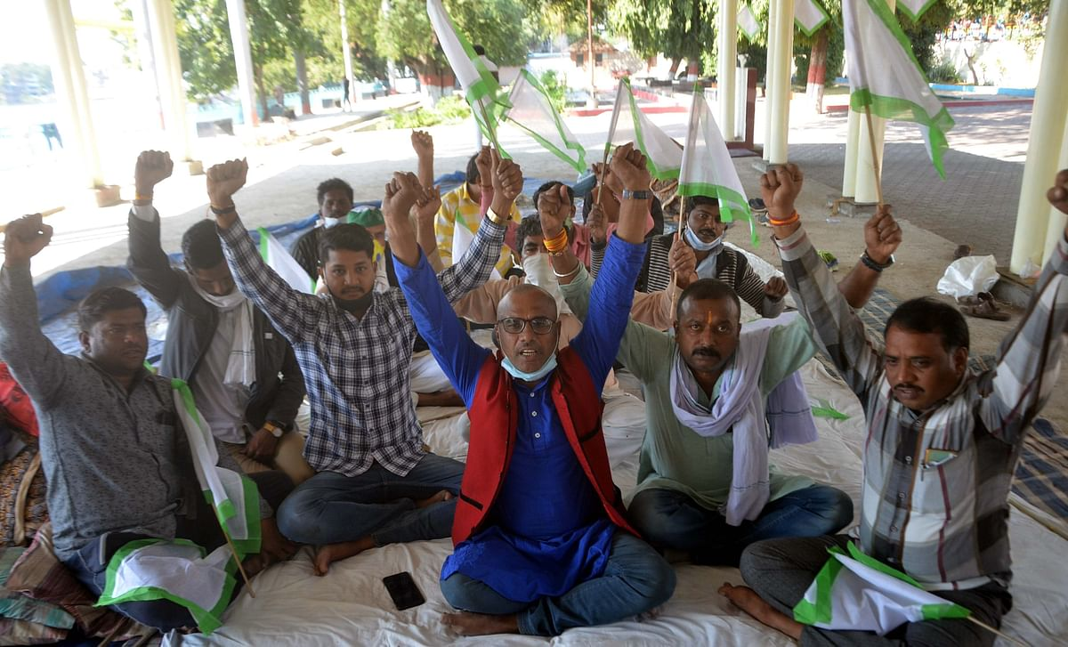 Farmers stage protest against farm laws at Neelam Park, Bhopal, on Monday.