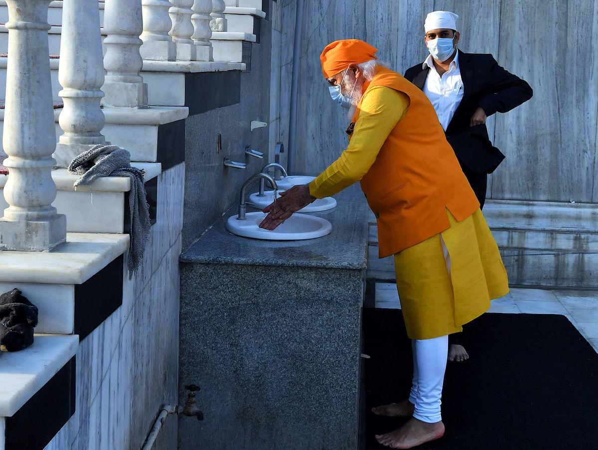 Prime Minister Narendra Modi visits Gurudwara Rakab Ganj Sahib on the occasion of the 400th Prakash Parv of Guru Teg Bahadur, in New Delhi on Sunday.