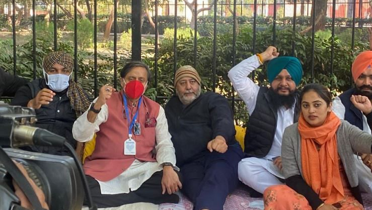 Shashi Tharoor joins Punjab Congress MPs' protest at Jantar Mantar, demands Parliament's winter session