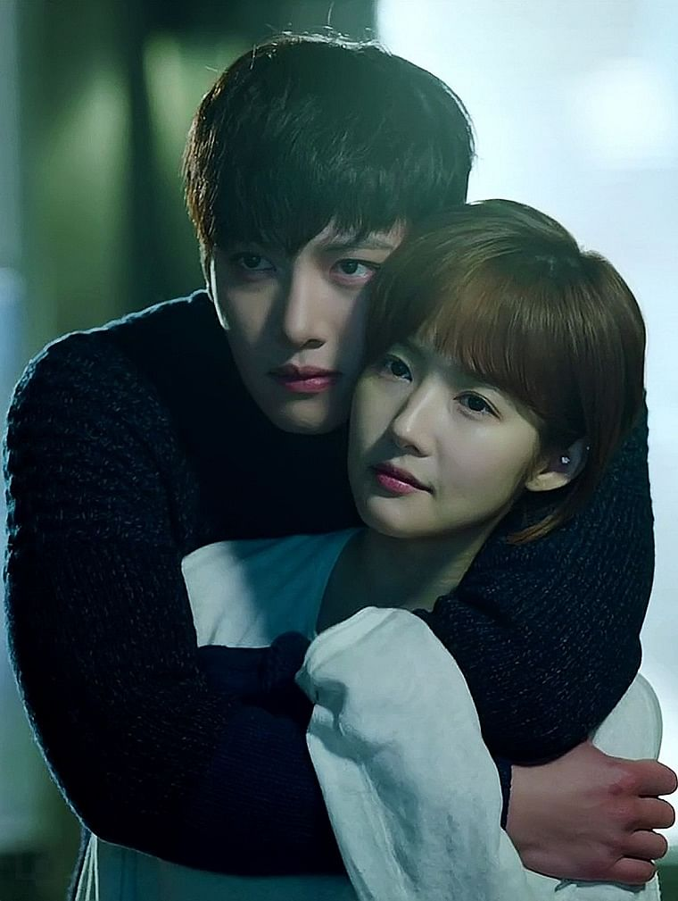 Ji Chang-wook and Park Min-young in Healer
