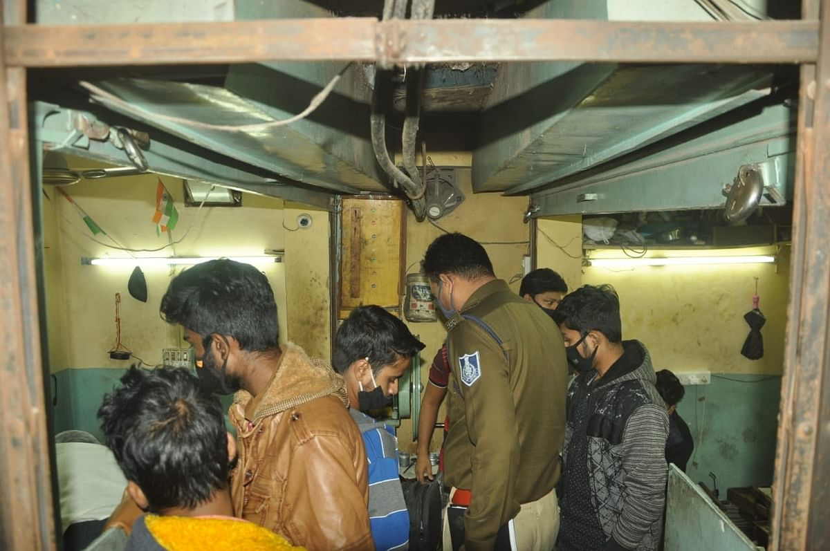 Indore: Thieves strike at 3 goldsmiths' shops in Sarafa,1.3 kg gold stolen