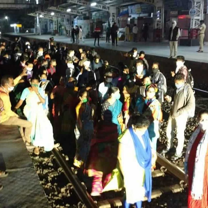 Mumbai: Commuters stage rail roko protest at Palghar, Kelwe, Saphale stations against change in local train timings