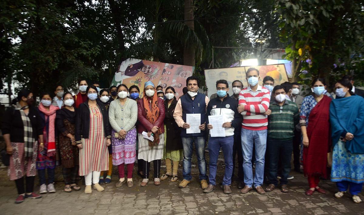 Medical teachers meet medical education minister Vishwas Sarang over irregularities in the recruitment of assistant professors at Gandhi Medical College.