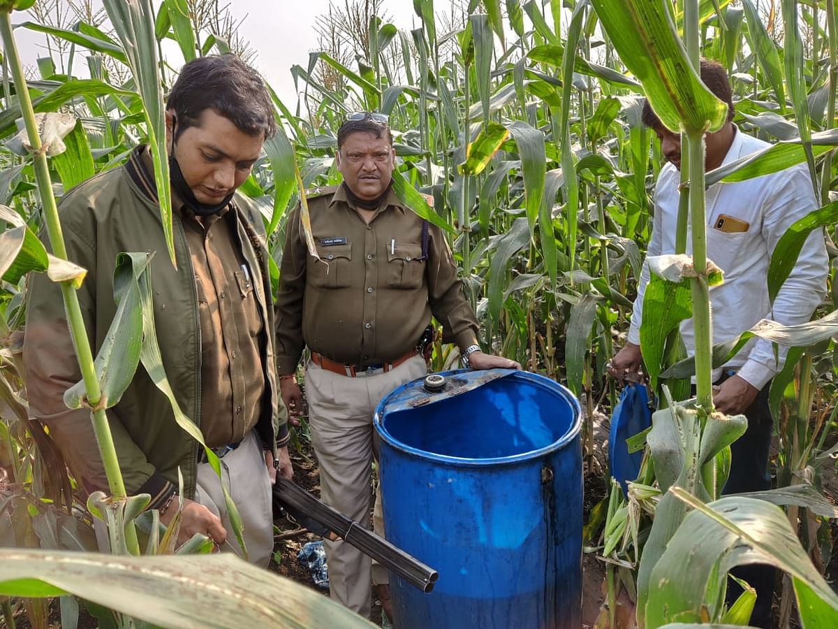 Madhya Pradesh: 40 liters country liquor, 1600 kilogram mahua lahan worth Rs 90,000 seized, three arrested