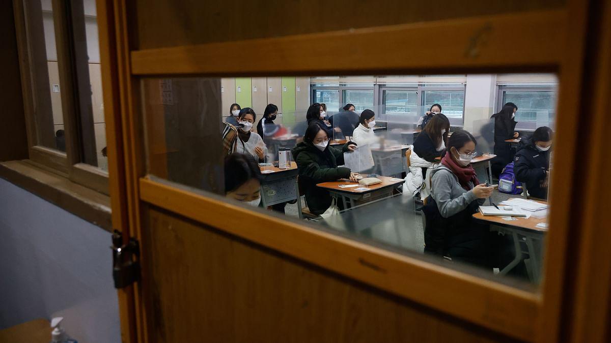 Pandemic won't stop them: Half a million S Korean students take exams