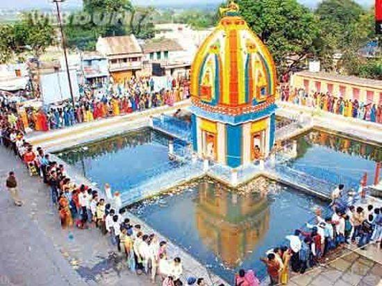 Indore: Devotees of Lord Shiva observe a day-long 'Pradosh' fast on Trayodashi Tithi