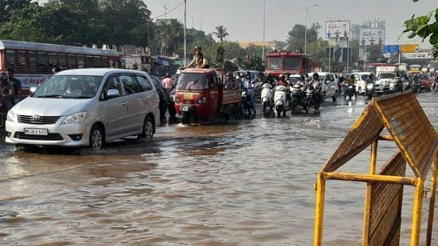 Pipeline burst floods Mahim Causeway, stalls traffic