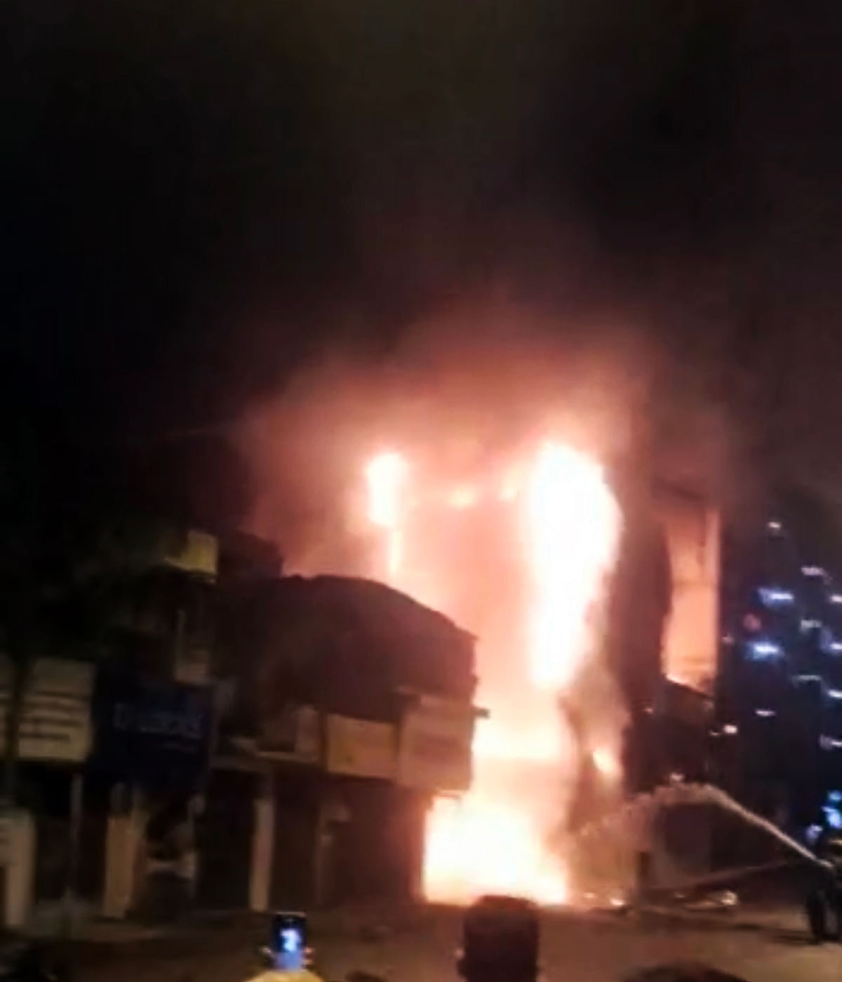 Massive fire guts guest house in Bhayandar; no casualties reported