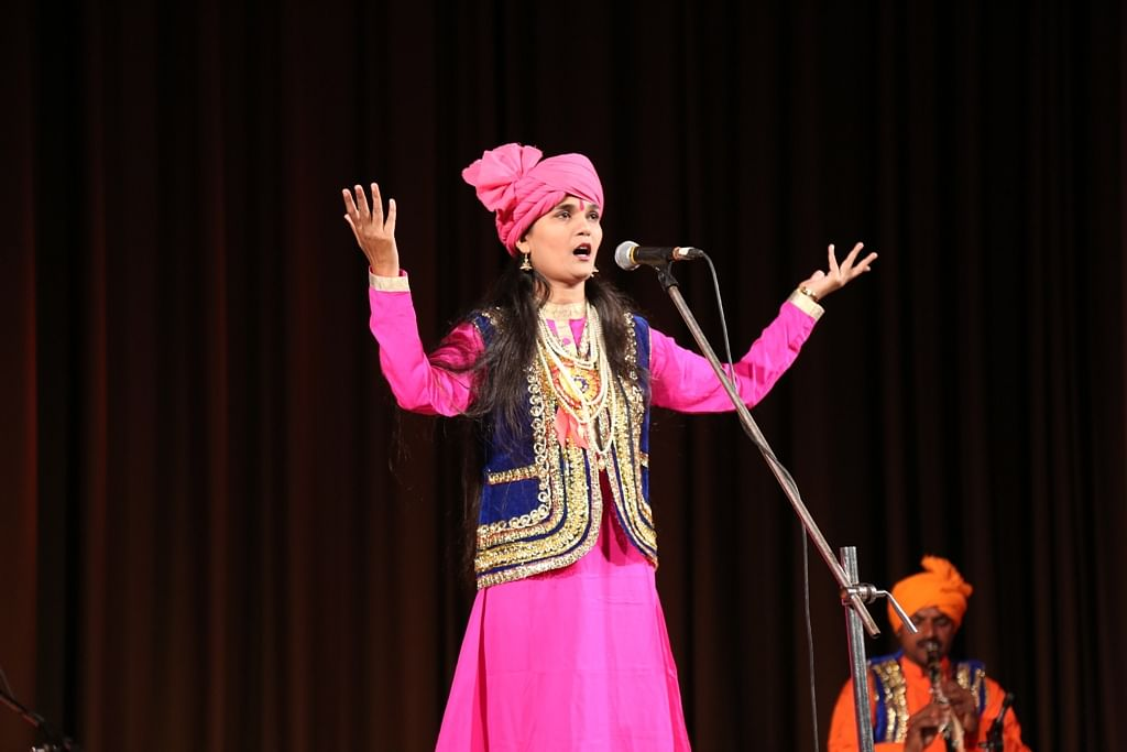 Bhopal: Alha singer Sheelu Singh Rajput and her troupe narrate the yarn of 'Bundigarh Ki Ladai'