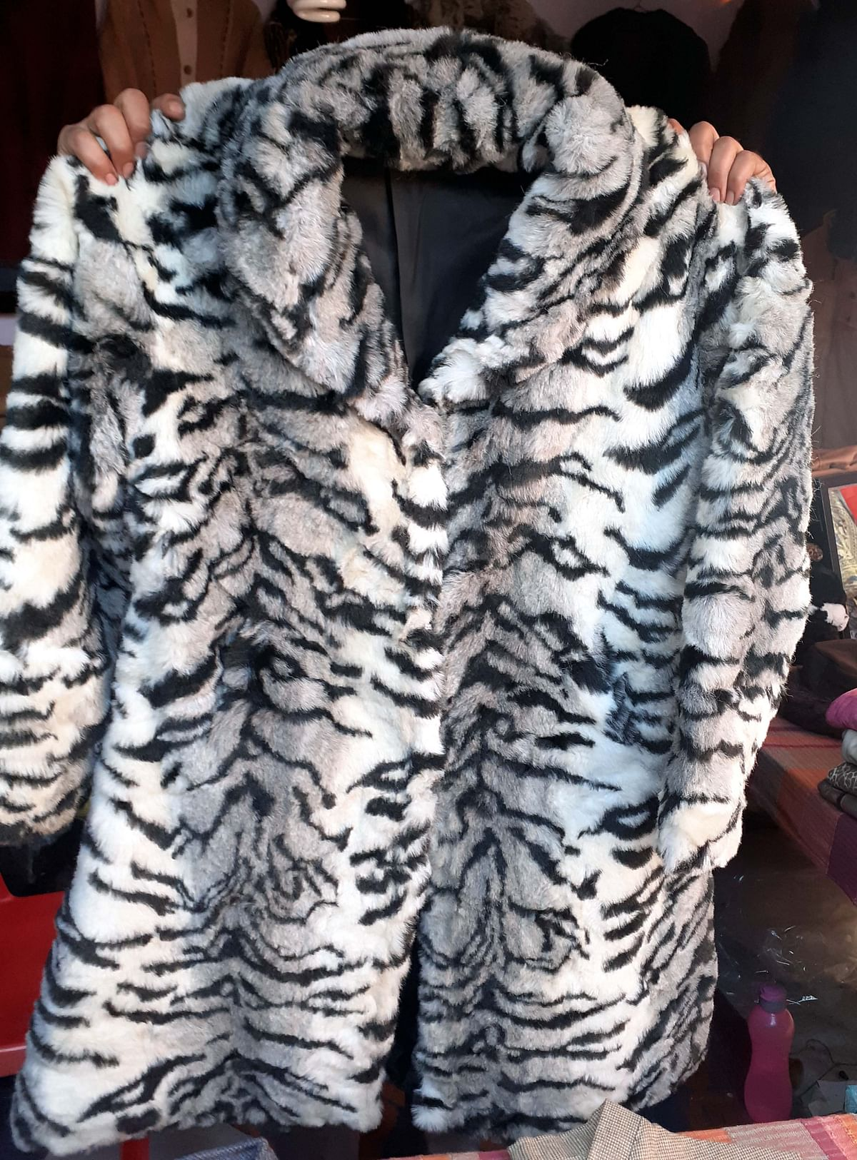 A long-coat made of sheep wool  with  printed tiger stripes
