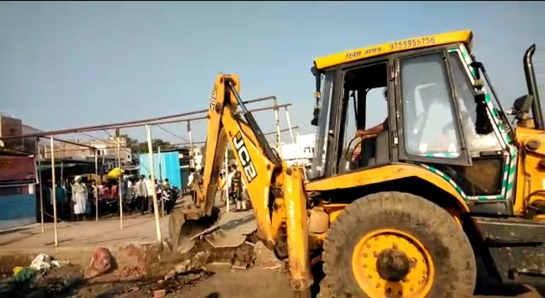 Madhya Pradesh: Encroachments worth Rs 3 crore razed from government land in Barwani