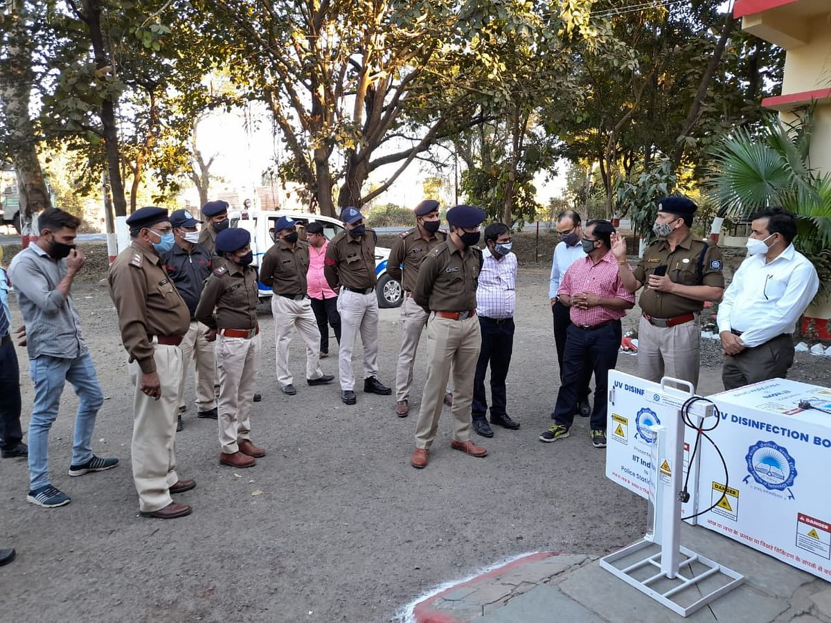 IIT Indore donated UV disinfection facility to Simrol police