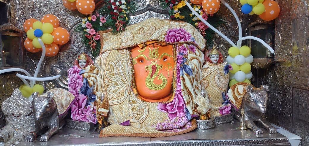 Lord Ganesha, goddess Ridhi and goddess Sidhi at Khajrana Ganesh Temple were wrapped in blankets from Himachal Pradesh