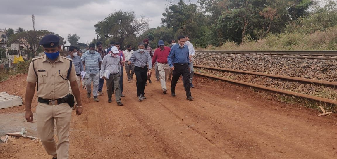 General Manager, South Western Railway inspects progress of doubling work between Unkal and Hubballi