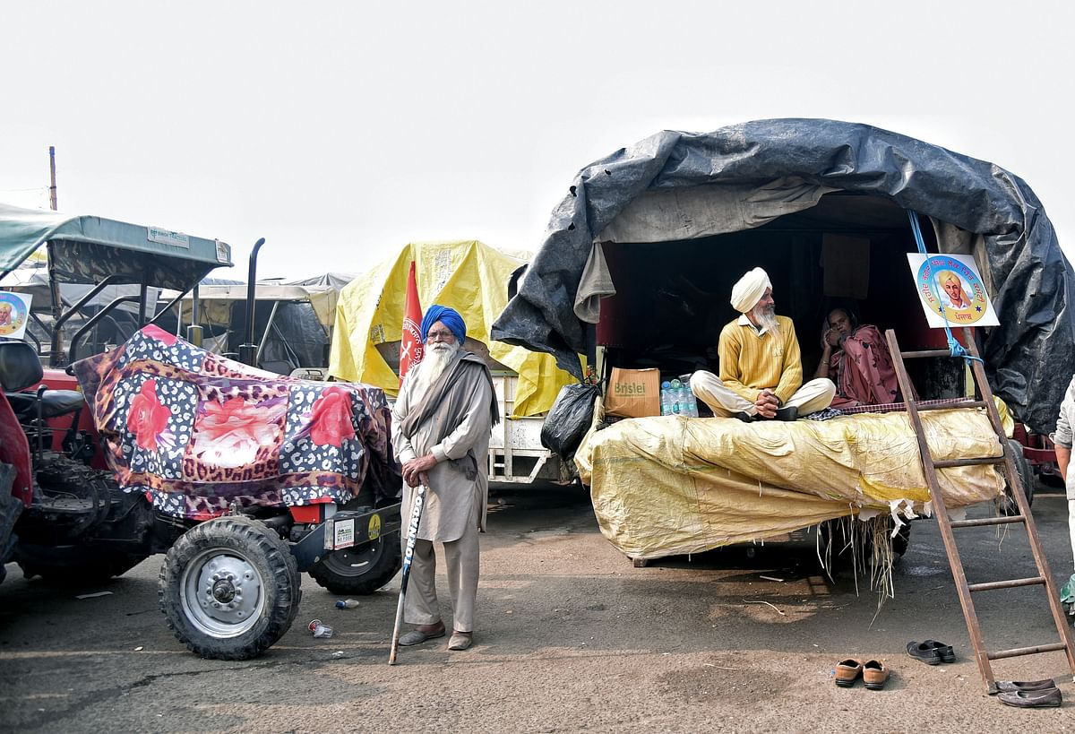 Amid cold wave, farmers protest enters 32nd day