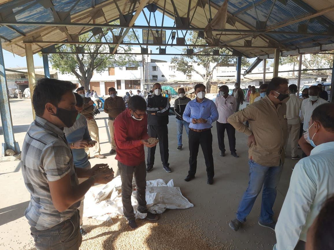 File Photo/ Amid Business went on as usual in Barnagar mandi in Ujjain district on Tuesday