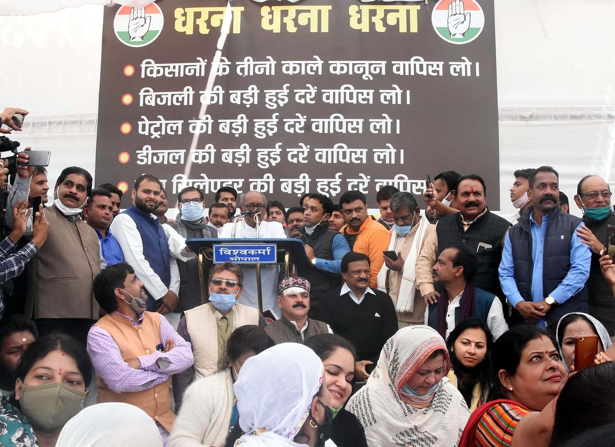 Congress stages demonstration at Roshanpura Square in Bhopal against farm laws on Saturday.