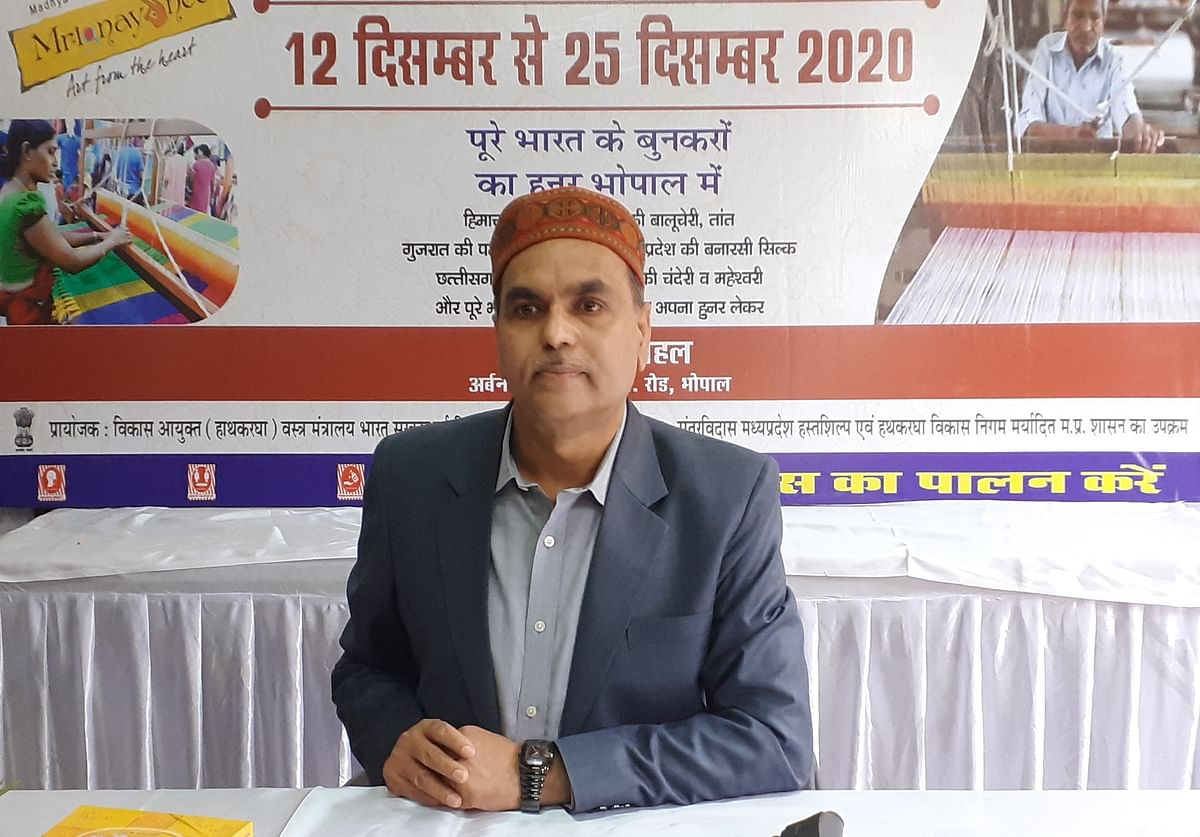 MP Handloom and Handicraft Corporation MD Rajeev Sharma addressing a press conference at Gauhar Mahal in Bhopal on Friday.