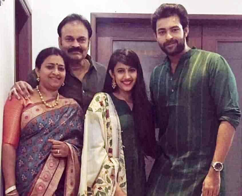 Niharika Kondela with herFther Nagendra Babu, Mother Padmaja Kondela and Brother Varun Tej