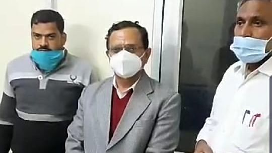 Rajasthan IAS officer Inder Singh Rao (middle) who was arrested by the ACB in a bribery case.