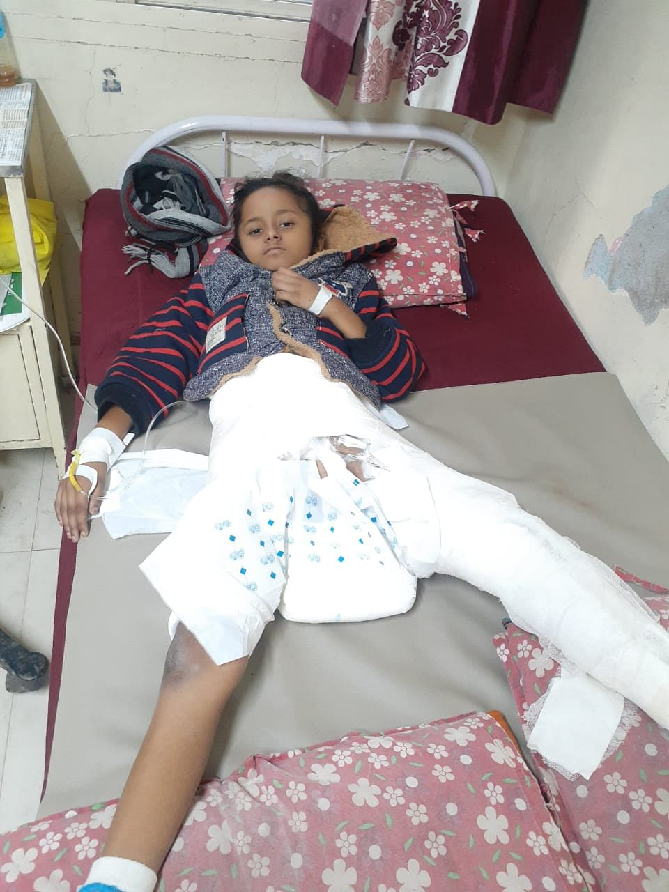 10-year-old Tanishka Verma with plaster on her leg