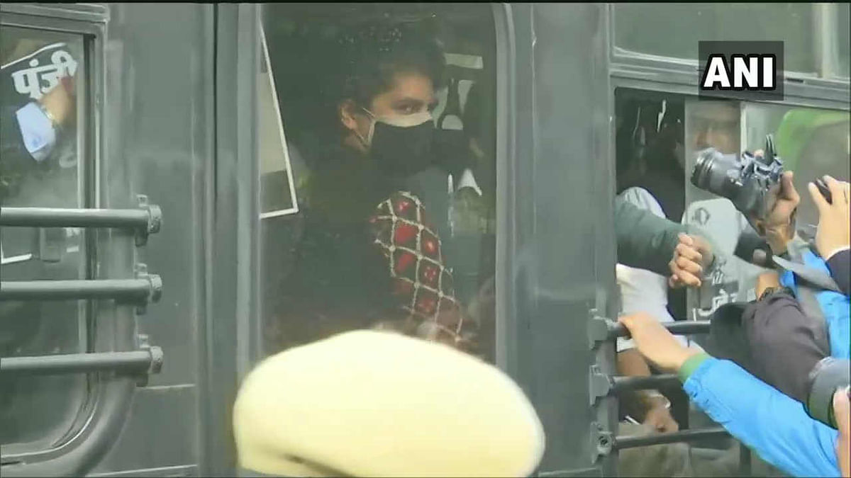 Congress protest march: Priyanka Gandhi detained; Rahul, 2 others allowed to meet President over farm bills