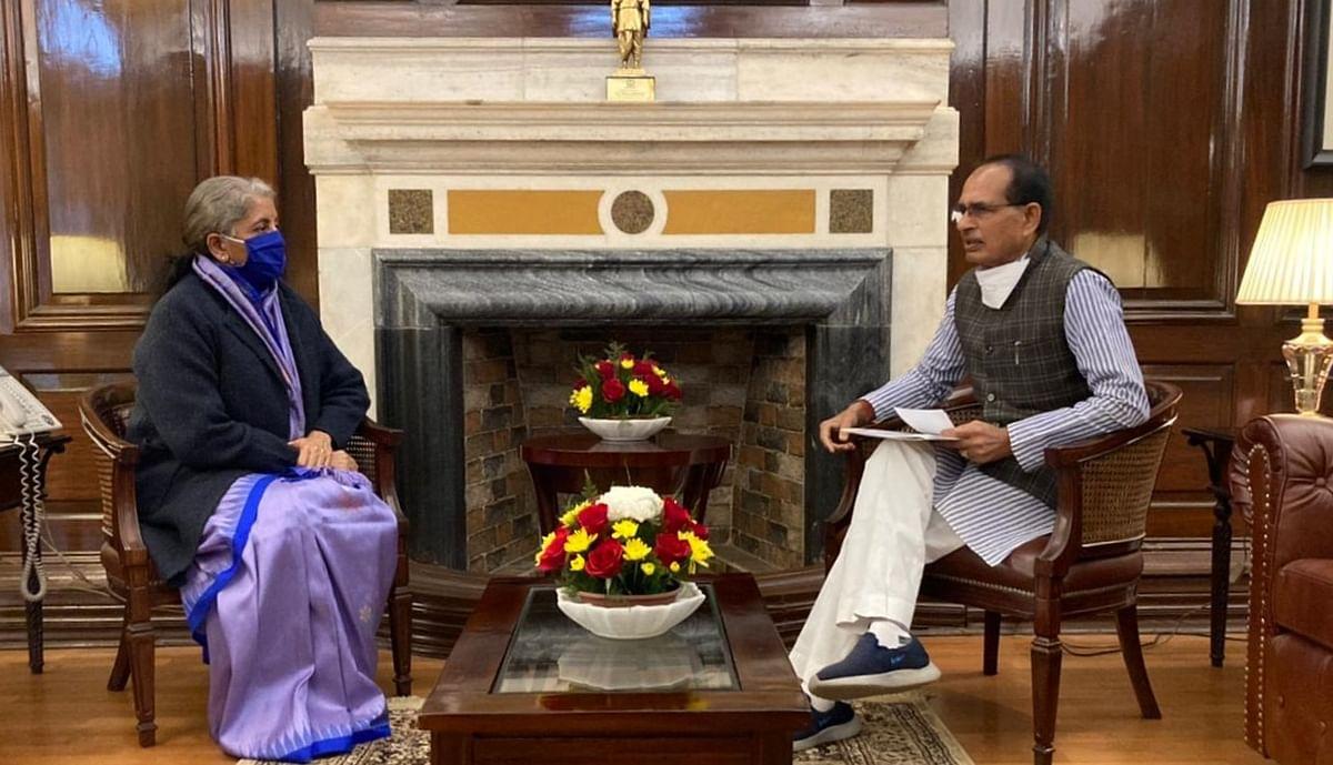 Madhya Pradesh: CIBIL rating shouldn't be mandatory for street vendors for loans, CM SS Chouhan urges Sitharaman
