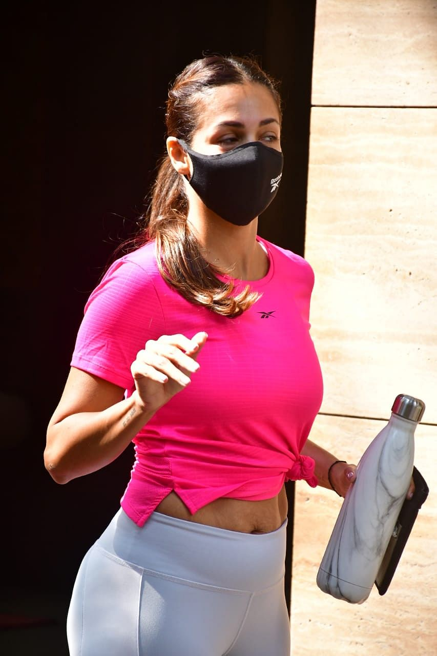 'Same people who praise Jennifer Lopez': Netizens defend Malaika Arora after trolls age shame her for stretch marks