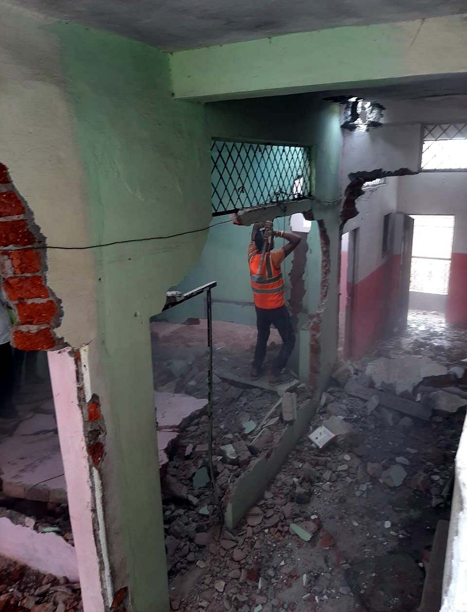 The district administration razes  the house of a criminal , Faizaan Bheda, who  is facing 28 serious charges, including murder, attempt to murder and rape, in various districts of the state.