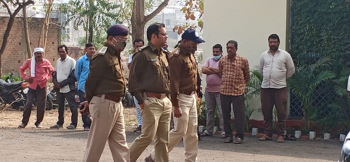 Dhar SP Aditya Pratap Singh with other police officials outside Barwani district hospital on Wednesday